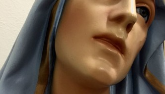 Stabat Mater: the strength to be still