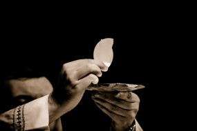 eucharist-1591663_1920